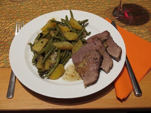 Rinderbraten mit Kartoffeln und Bohnen (zusammen im Römertopf zubereitet)
