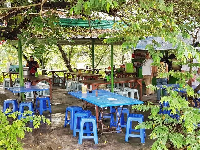 Warong Hijau / Warung Pokok Ceri Facade