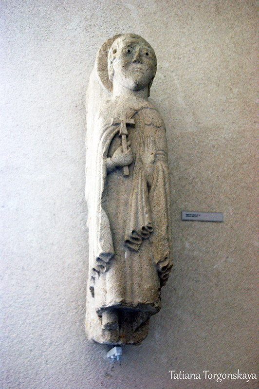 Старая скульптура