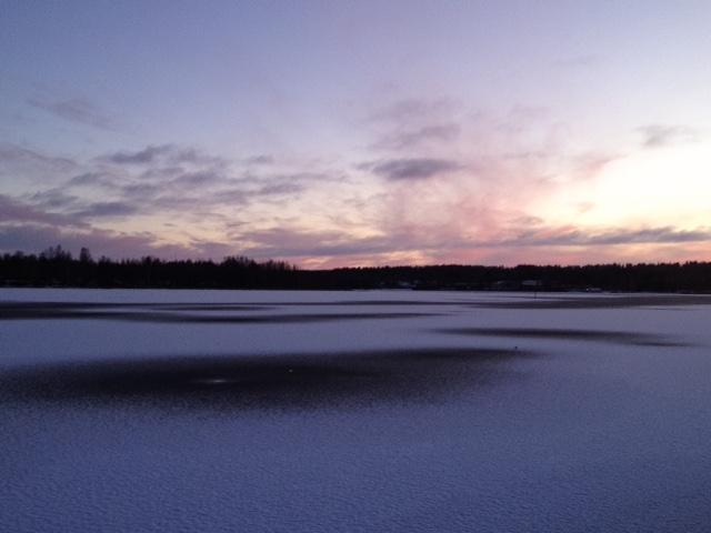 Pimeä marraskuu päättyi auringonlaskuun. Kuvaaja: Markus Kauppinen