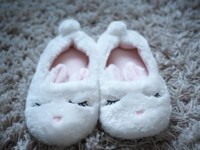 cubus, slippers, tossut, ostokset, shopping, inspiration, asusteet, accessories, yöasut, lämmittää, pehmoiset tossut, warm fuzzy slippers, white, valkoinen, karvainen, pupu, pupun korvat, bunny slippers, bunny ears, cutest, söpöimmät, lahjaidea, gift idea ,joulu, christmas,