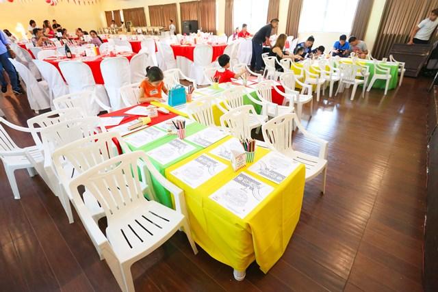 kiddie table (1)