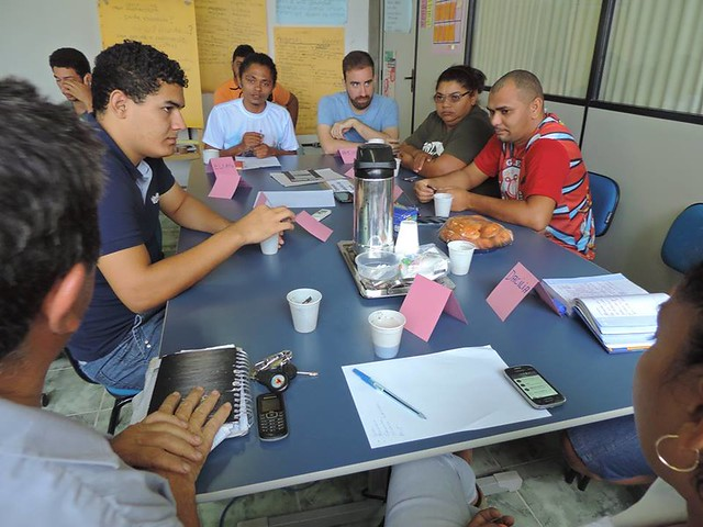 PalmasLab team conducting a focus group with community leaders