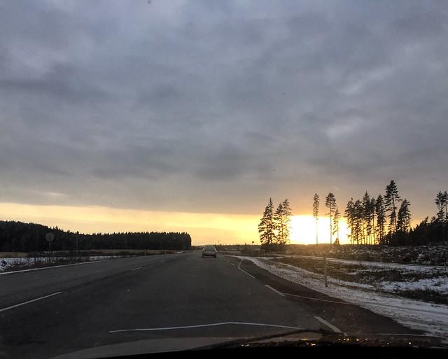 driving, auringonlasku, ajaa, sunset, talvi, winter, sun, aurinko, suomi, finland,
