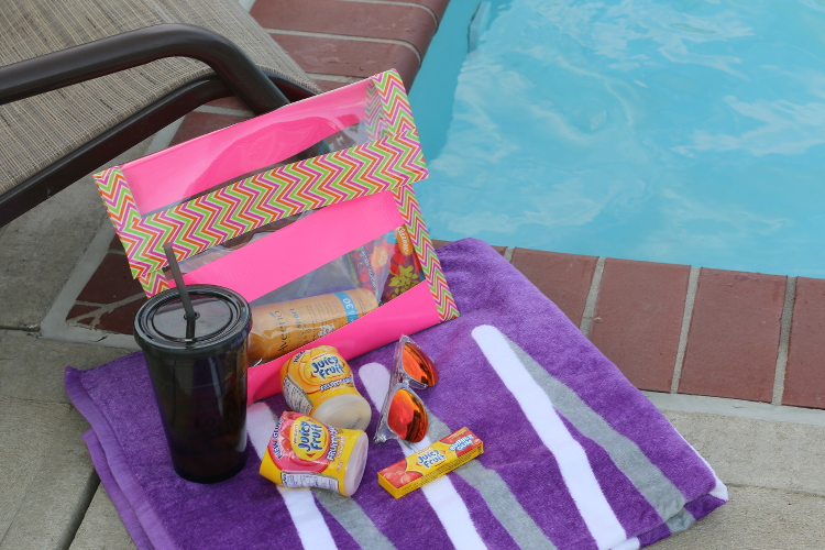 Juicy Fruit, Chewing Gum, #JuicyFruitFunSide, #shop, #collectivebias, #cbias, DIY Clutch, no-sew clutch, summer clutch, pool essentials