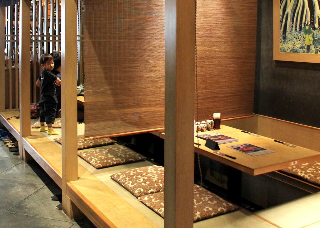 sandaime-bunji-interior-traditional-seats