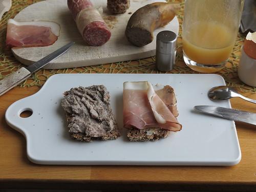 Leberwurst und Schinkenspeck auf Oldenburger Vollkornbrot