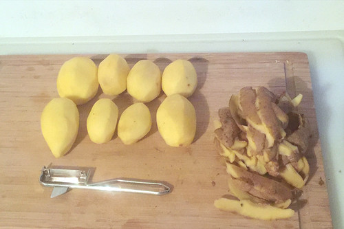 58 - Kartoffeln schälen / Peel potatoes