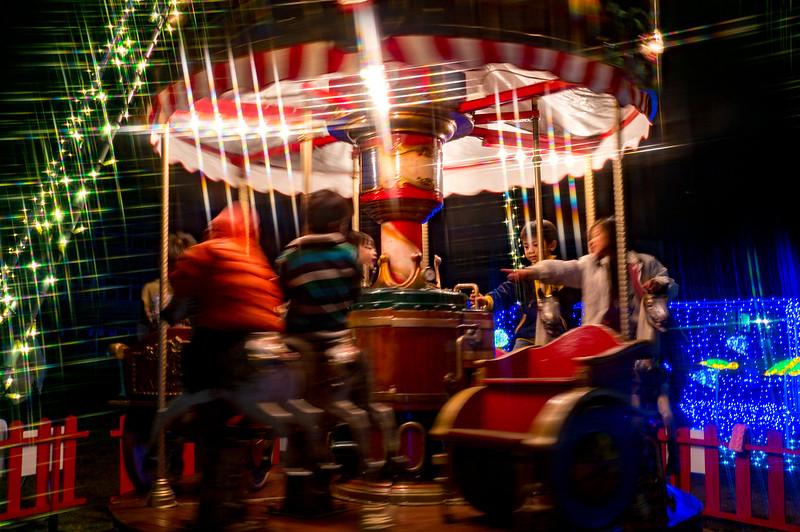 シバヒロ広場のメリーゴーランド