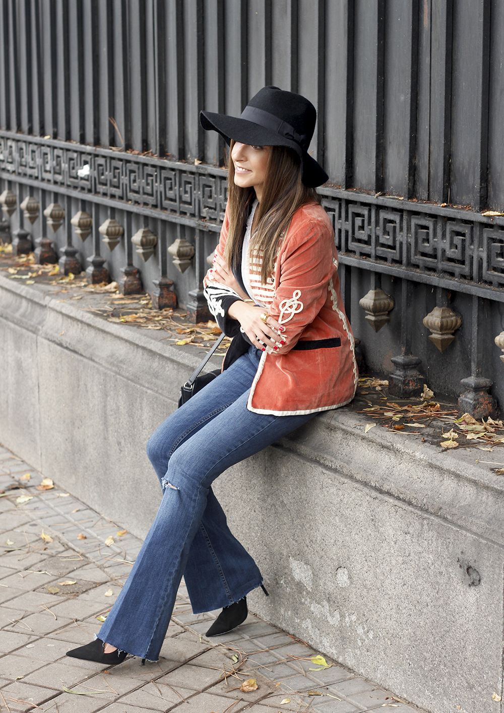 velvet jacket jeans hat rainny day heels accessories outfit style fashion16