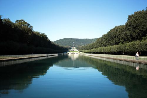 I giardini della reggia: canale