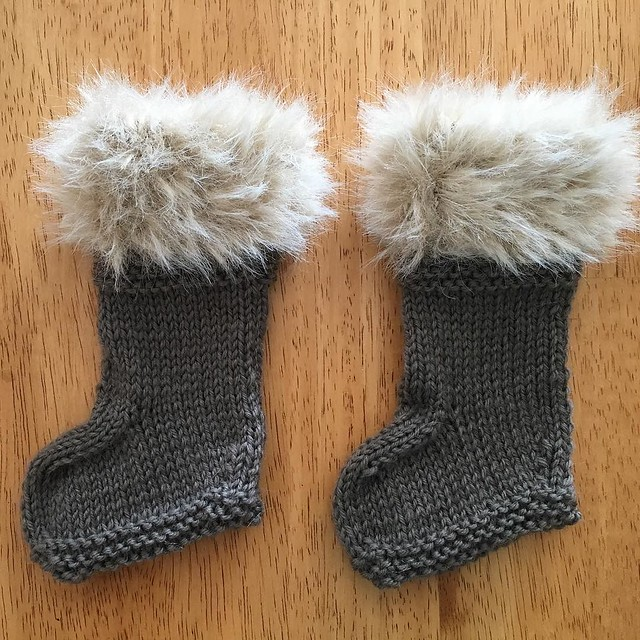 Fur-topped booties. Tres chic. #knitting