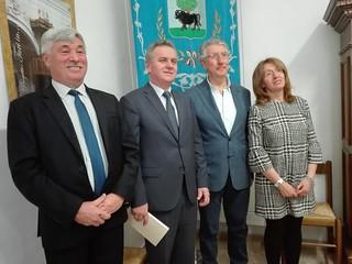 Da sx, il Dirigente Scolastico e il Sindaco della Polonia, insieme a Sindaco e Dirigente Scolastico di Turi