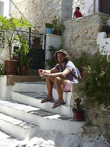 Paul dans les escaliers de Filoti