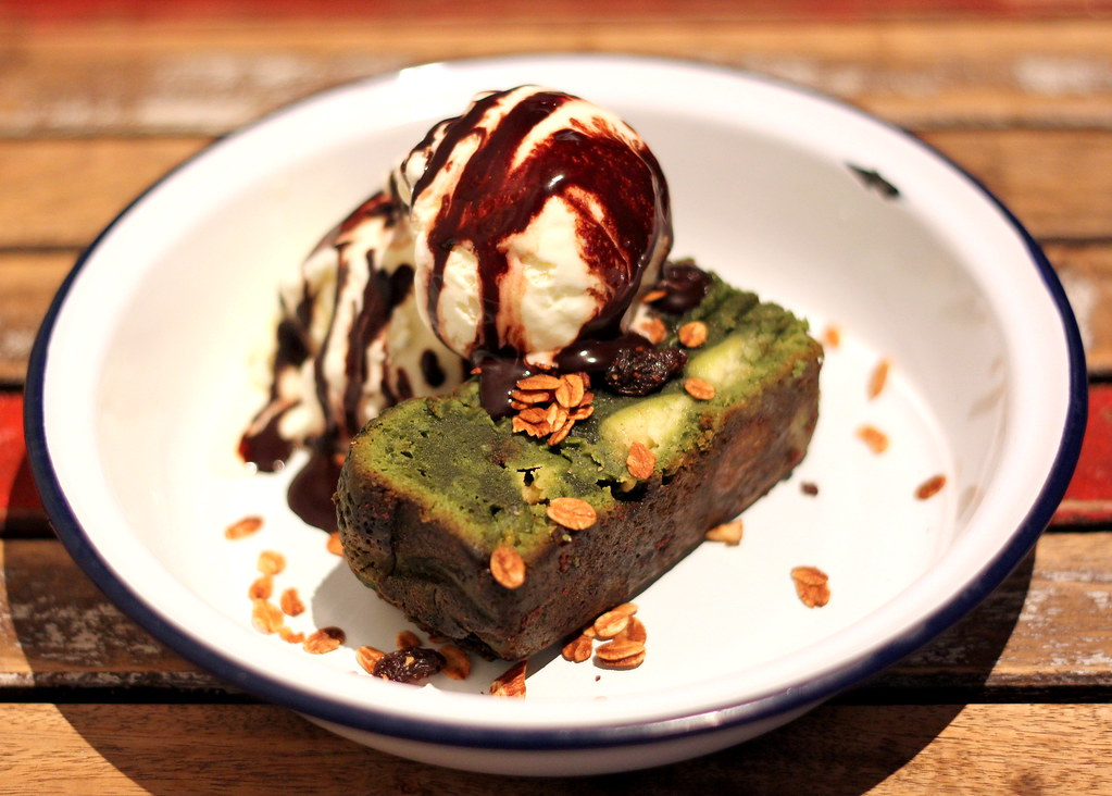 sarnies-matcha-white-chocolate-brownie