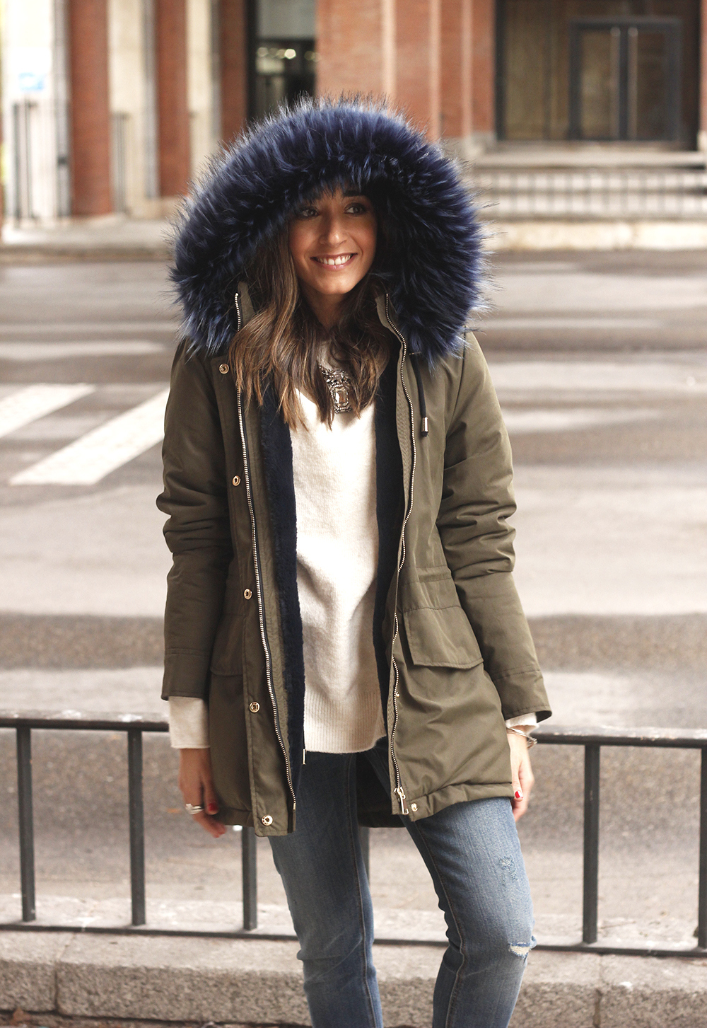 Green Parka Velvet sneakers uterqüe jeans fall rainy day outfit style fashion16