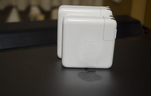 Apple 61W USB-C電源アダプタ_01