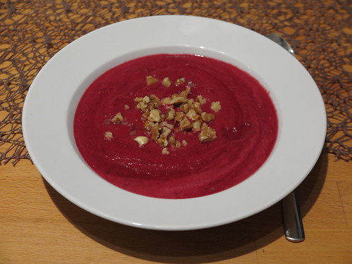 Rote Beete Suppe (Rest mit Walnüssen)