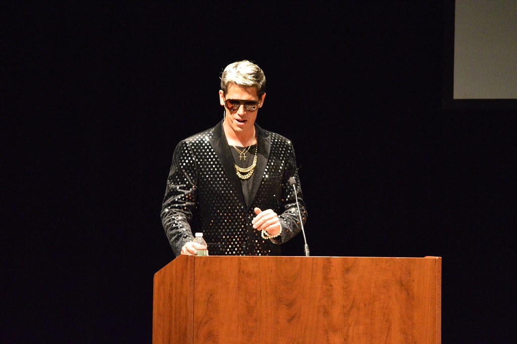 """A YouTube comments section, live onstage"": Milo Yiannopoulos comes to the university"