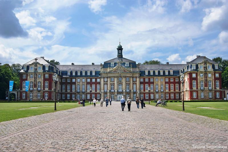 Мюнстерский дворец - восточный фасад