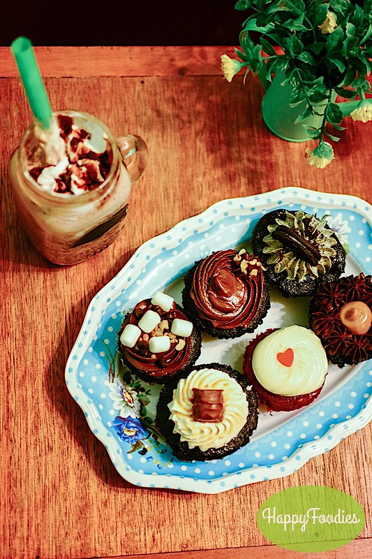 Cupcakesclockwise from left: rocky road, double chocolate hazelnut, cookies n cream, choco yema, red velvet, Caramel twix,