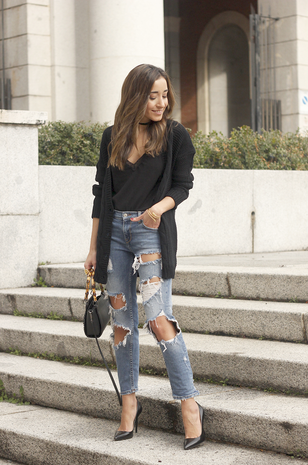 black lace top ripped jeans black cardigan uterqüe bag accessories outfit style fashion heels04