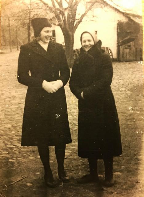Бабушка и мать