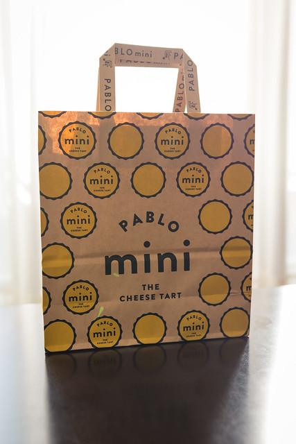 チーズタルトPABLO miniの包装紙袋の写真