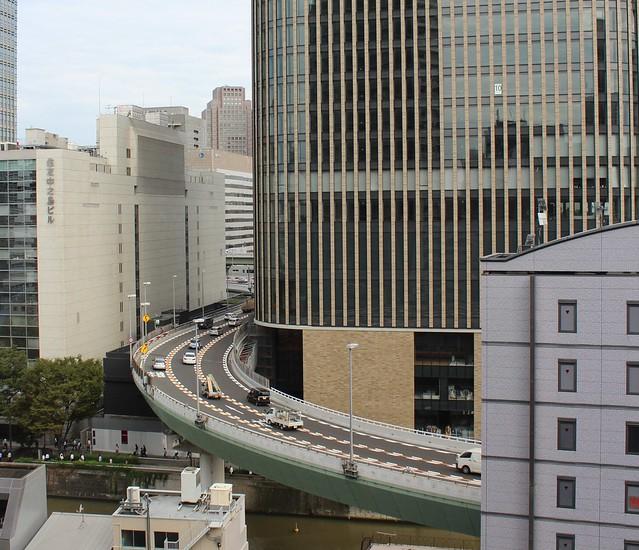 阪神高速と朝日新聞社ビル