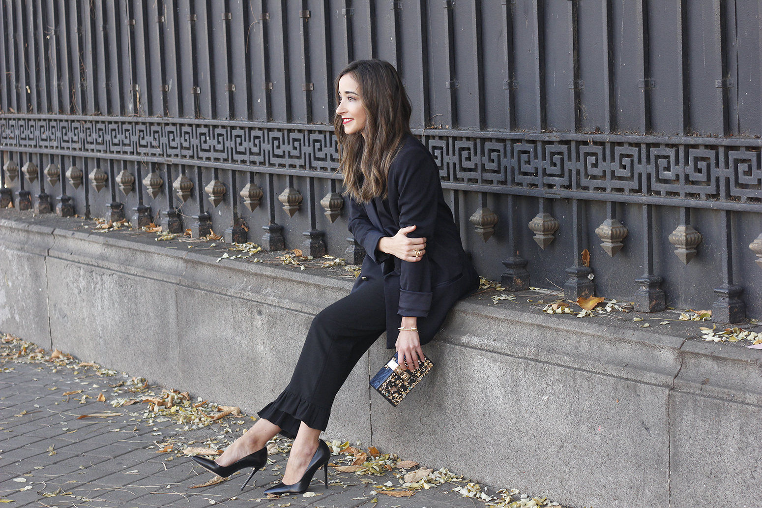 Black trousers with a ruffle on the bottom uterqüe bag accessories black heels blazer outfit style fashion12