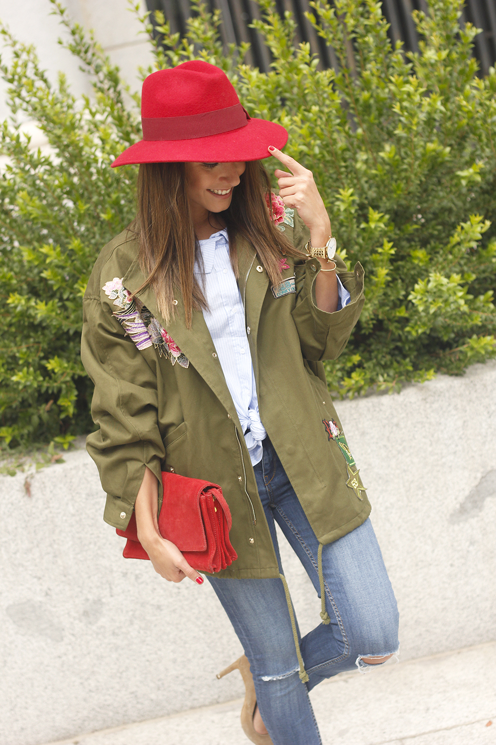 Green Parka Jeans nude heels red uterqüe hat style fashion04
