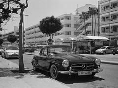 Olympus Trip 35 - Agfaphoto APX100 - Dev FD10 1+9 5min - Playa del Ingles, Mercedes Benz classic car H 8034 BBC