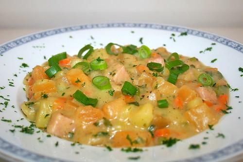 42 - Turnip stew with potatoes & smoked pork / Steckrüben-Eintopf mit Kartoffeln & Kasseler - CloseUp