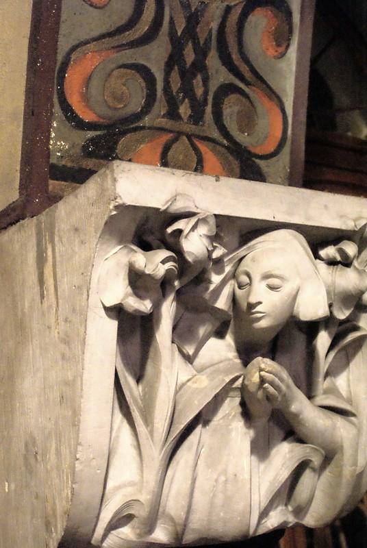 Sculpture et motifs art nouveau dans l'église du Sacré coeur à Cracovie.