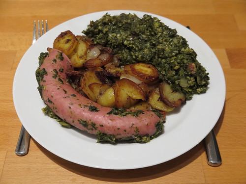 Grünkohl (Rest) mit Kohlwurst und Bratkartoffeln