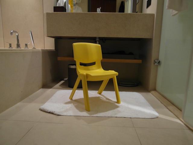 特地為三歲的小麋鹿借來方便她洗手的小椅凳@台中日月千禧酒店