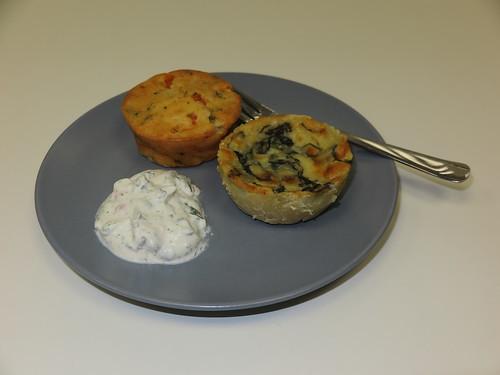 Spinat-Käse-Törtchen und Tomaten-Mozzarella-Muffin mit Kräuterquark (mein Teller)