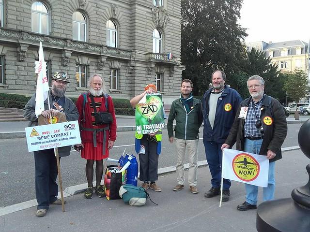 Bruno (à gauche) avec la délégation de l'ACIPA venu à Strasbourg soutenir les opposants au #GCO