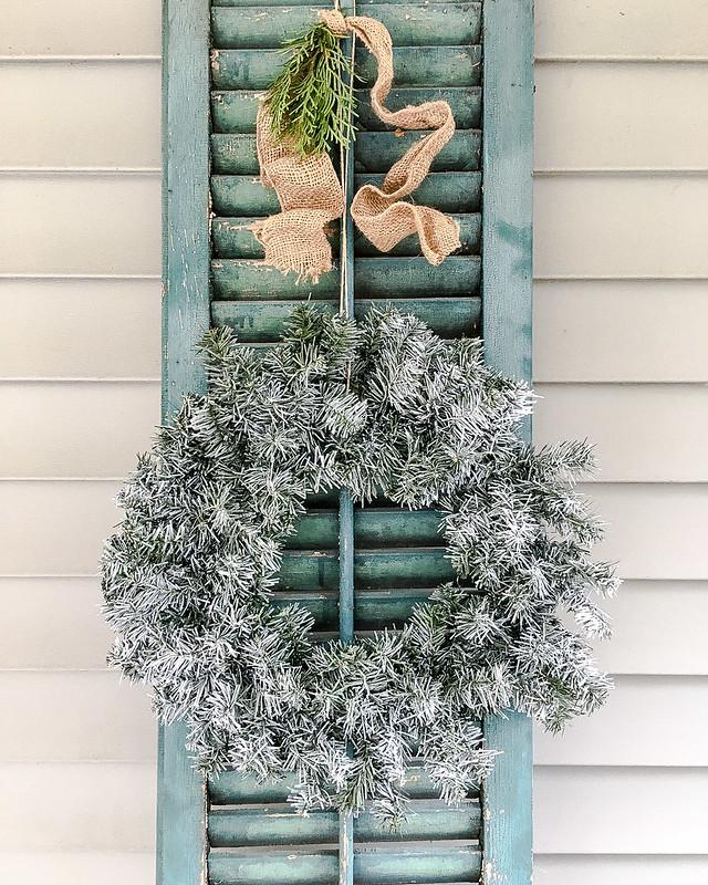 DIY Outdoor Flocked Wreath Final | www.graceinmyspace.com