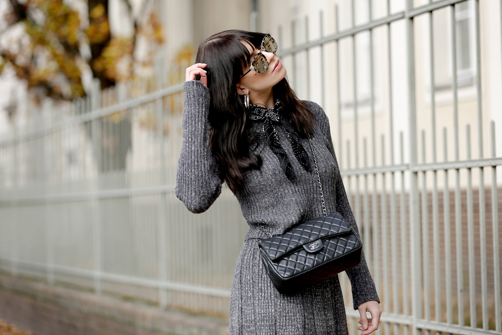 chicwish grey knit combo skirt chic 40s minimal soft winter autumn chanel 2.55 double flap bag slingback pumps sunglasses mirror fashionblogger germany berlin düsseldorf ricarda schernus modeblogger cats & dogs styleblog 2