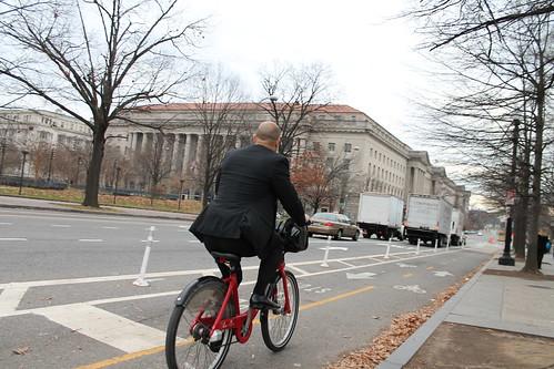 18.BikeLane.15th.NW.WDC.5December2011