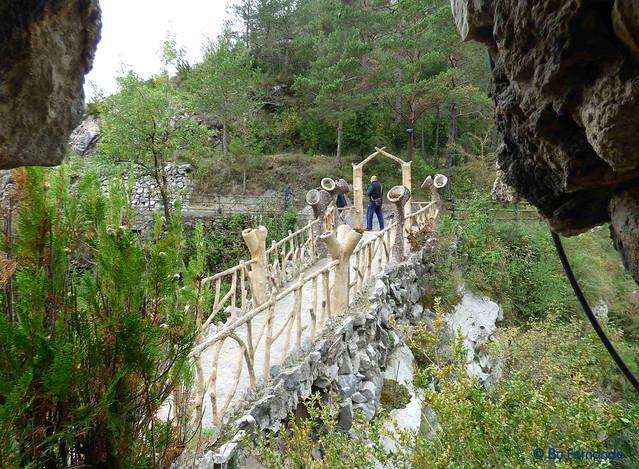 Jardins Artigas (La Pobla de Llillet) -12- La Glorieta -03- Vista del Puente del Arco Cojo 01 (12-10-2016