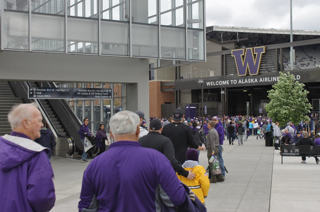 Huskies fans at UW Station