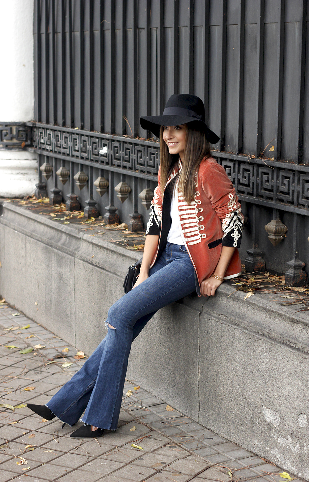 velvet jacket jeans hat rainny day heels accessories outfit style fashion15