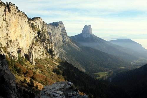 Vue sur le Mont Aiguille depuis le Pas de l'Aiguille