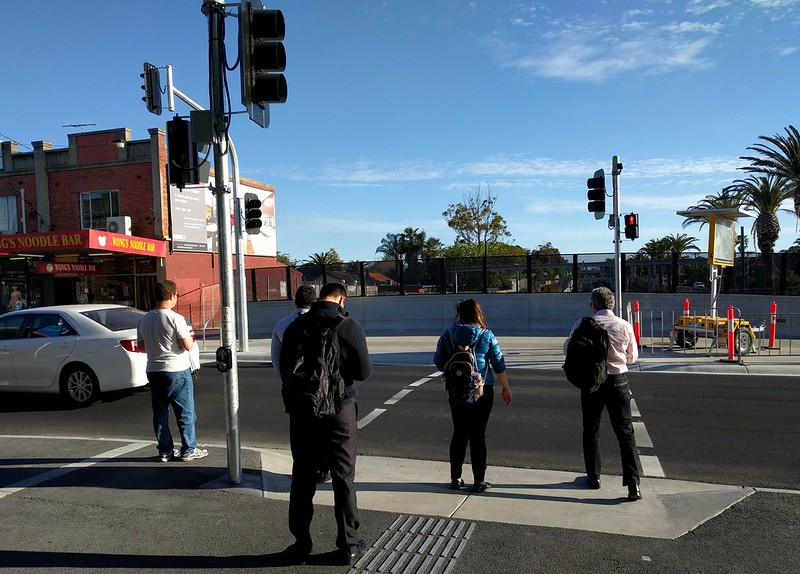 Bentleigh station - new traffic lights