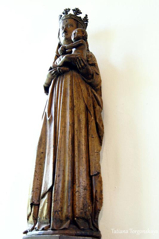 Скульптура Марии с Христом