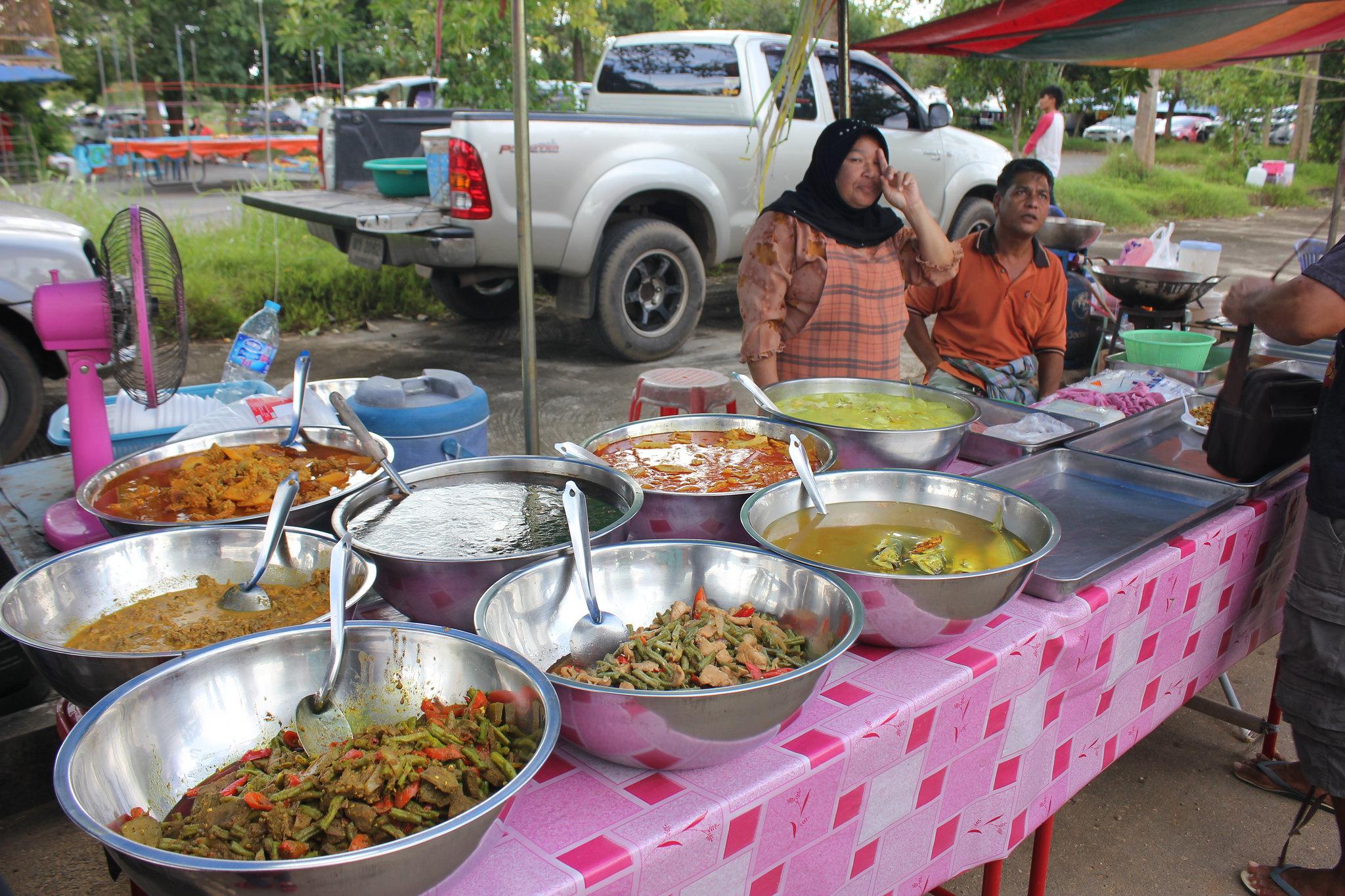 Khao Gaeng stall