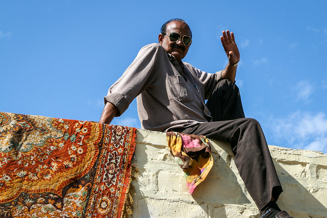 Hello from the rooftop, Jaisalmer, India ジャイサルメール 屋上から挨拶してくれた男性