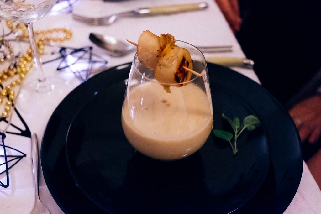 unser weihnachtsmenü 2016: kartoffel-topinambur-suppe mit jakobsmuscheln & kartoffelchip